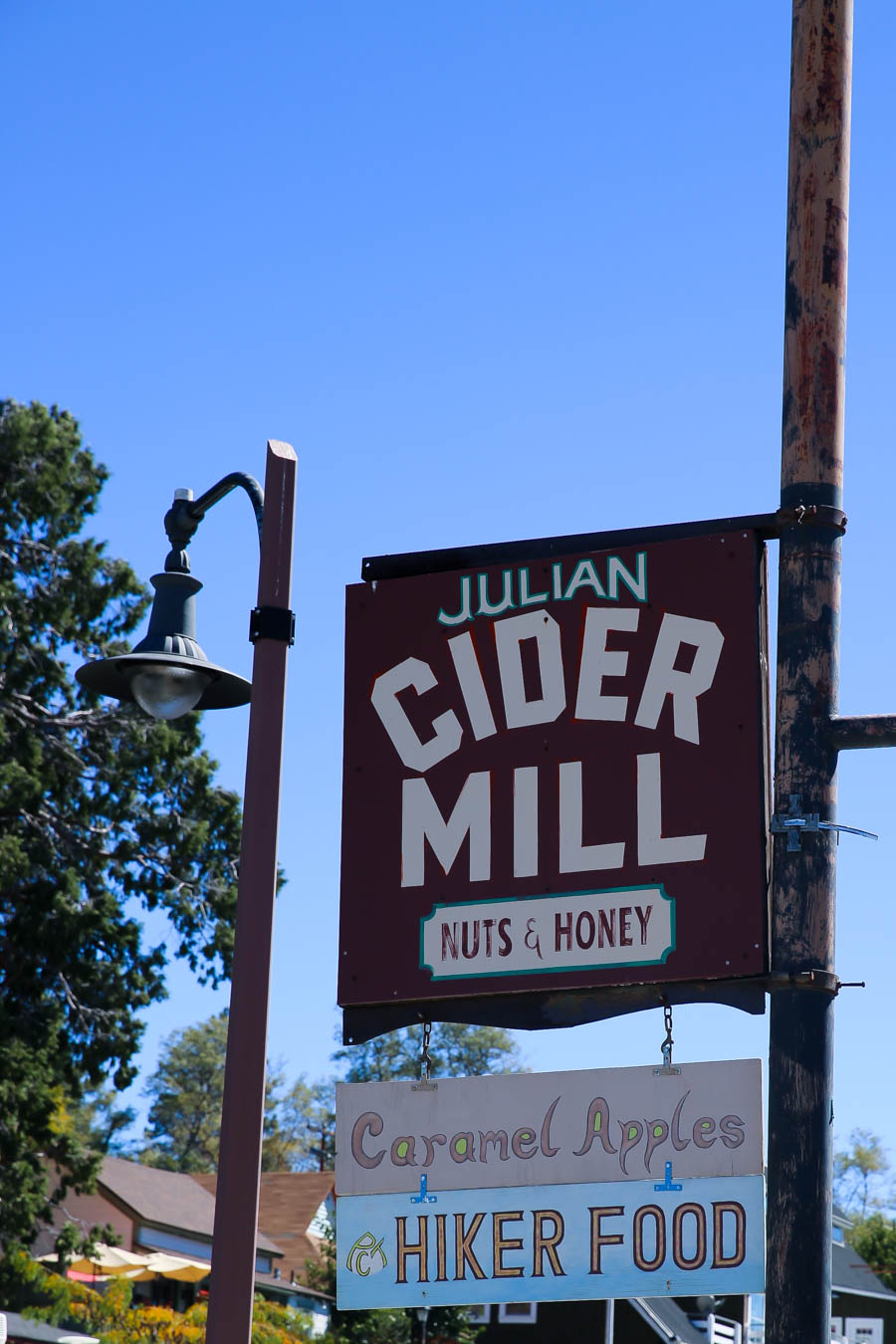 What to Do Julian, California Day Trip from Los Angeles #daytrip #losangeles #southerncalifornia #fall #falltravel #orangecounty #california #travelblogger