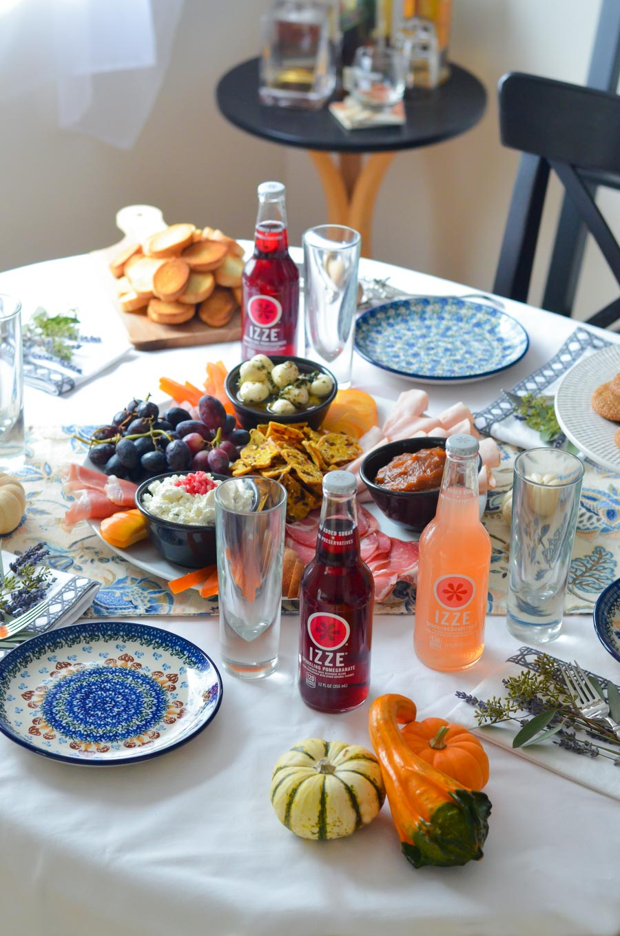 Easy Friendsgiving Food Ideas + Party Menu