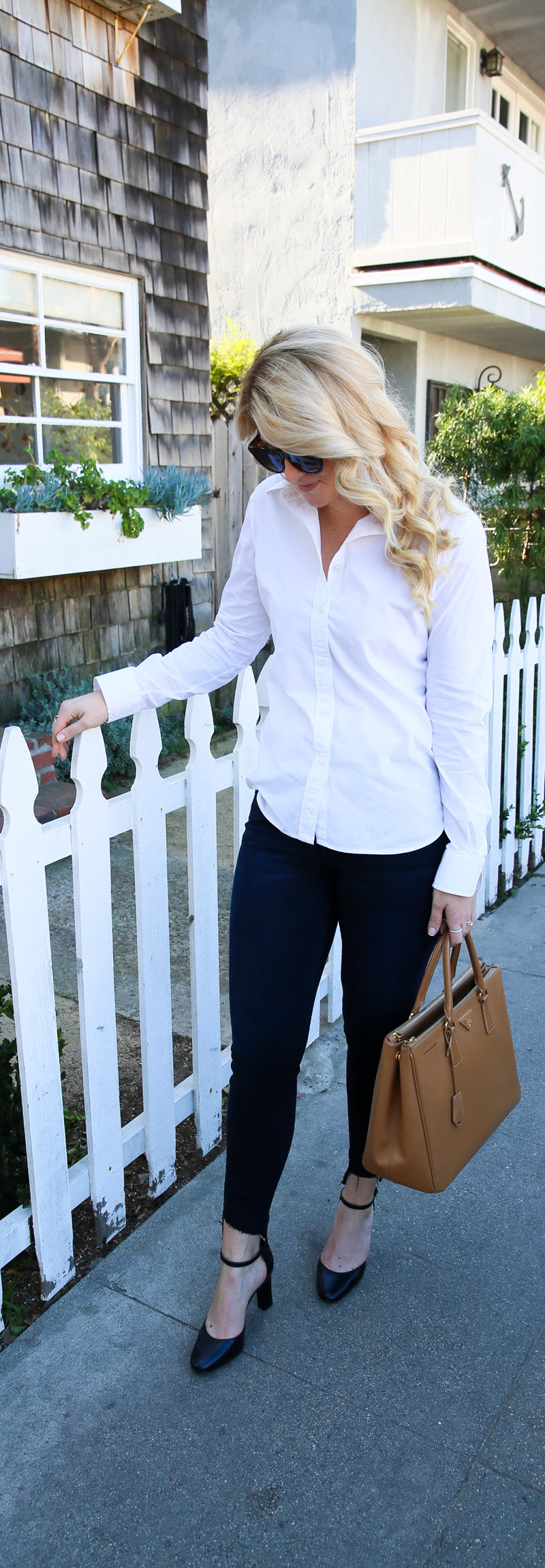 Black and Blue Work Outfit with Jeans - Current/Elliott Uneven Hem #ootd #outfitideas #outfitinspiration #fashionblog #fashionblogger #womenover30 #lablogger #workoutfit #jeans #stylish #womensfashion #womensstyle #styleblog