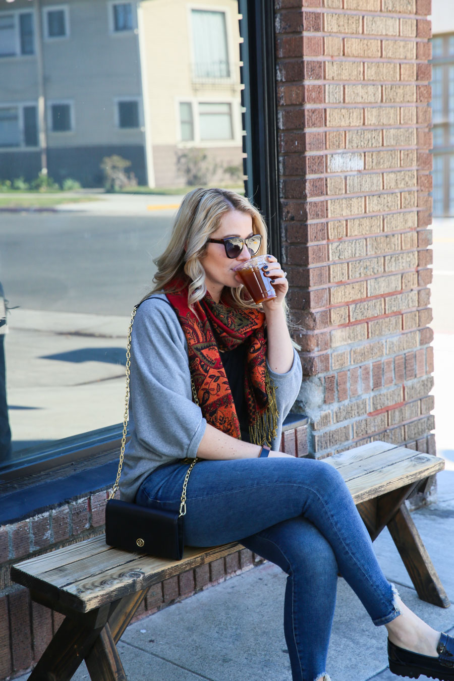 Casual Spring Outfit w. Jeans + Scarf