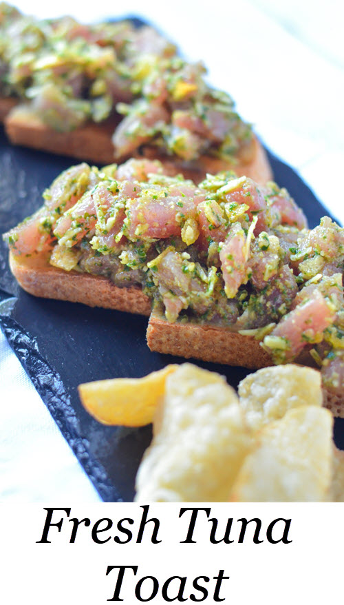 Tuna Tartare Toast Tartine. Sushi grade tuna steak mixed with delicious pesto, and a secret ingredient for flavor and crunch. Also sharing the secret to perfect pesto! - Zinque Cafe #LMrecipes #tuna #sushi #fish #appetizers #recipe #foodblog #foodblogger #healthy #pescetarian #healthyblogger #food Fresh Tuna Toast Tartine