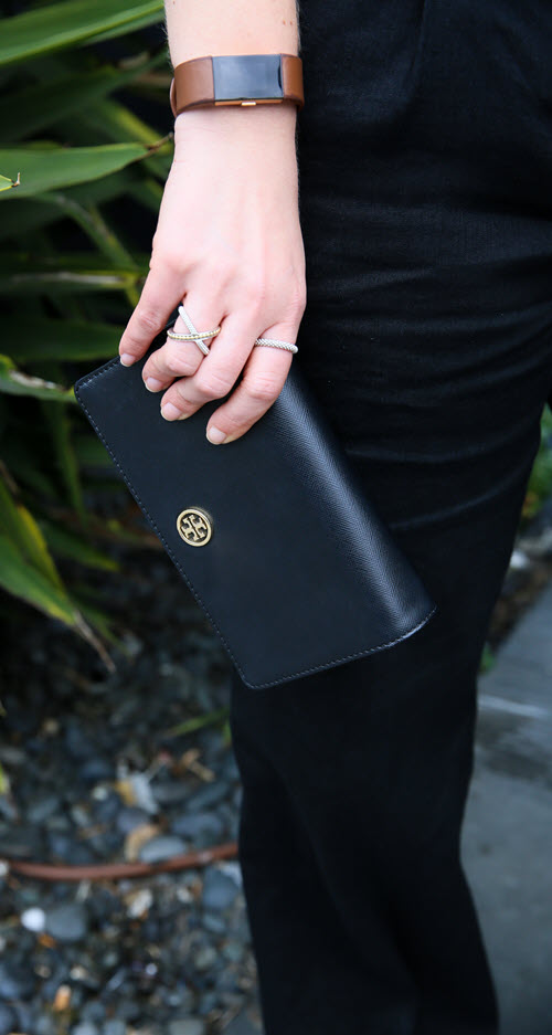 Tory Burch Robinson Review - Tory Burch Clutch #fashion #outfitideas #summer #toryburch #accessories #clutches #purses #handbags #fashionblog #fashionblogger