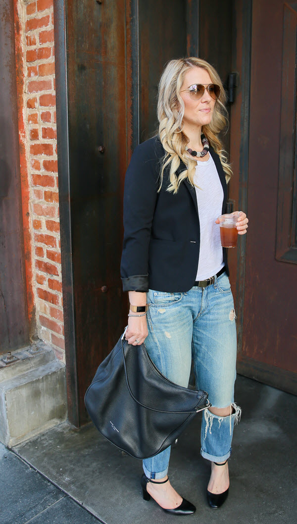 How to Dress Up Boyfriend Jeans - Ripped Boyfriend Jeans. This black blazer and jeans outfit is easily dressed up or down. Great for a casual friday or a lunch date with friends. #fashionblog #fashionblogger #boyfriendjeans #denim #ootd