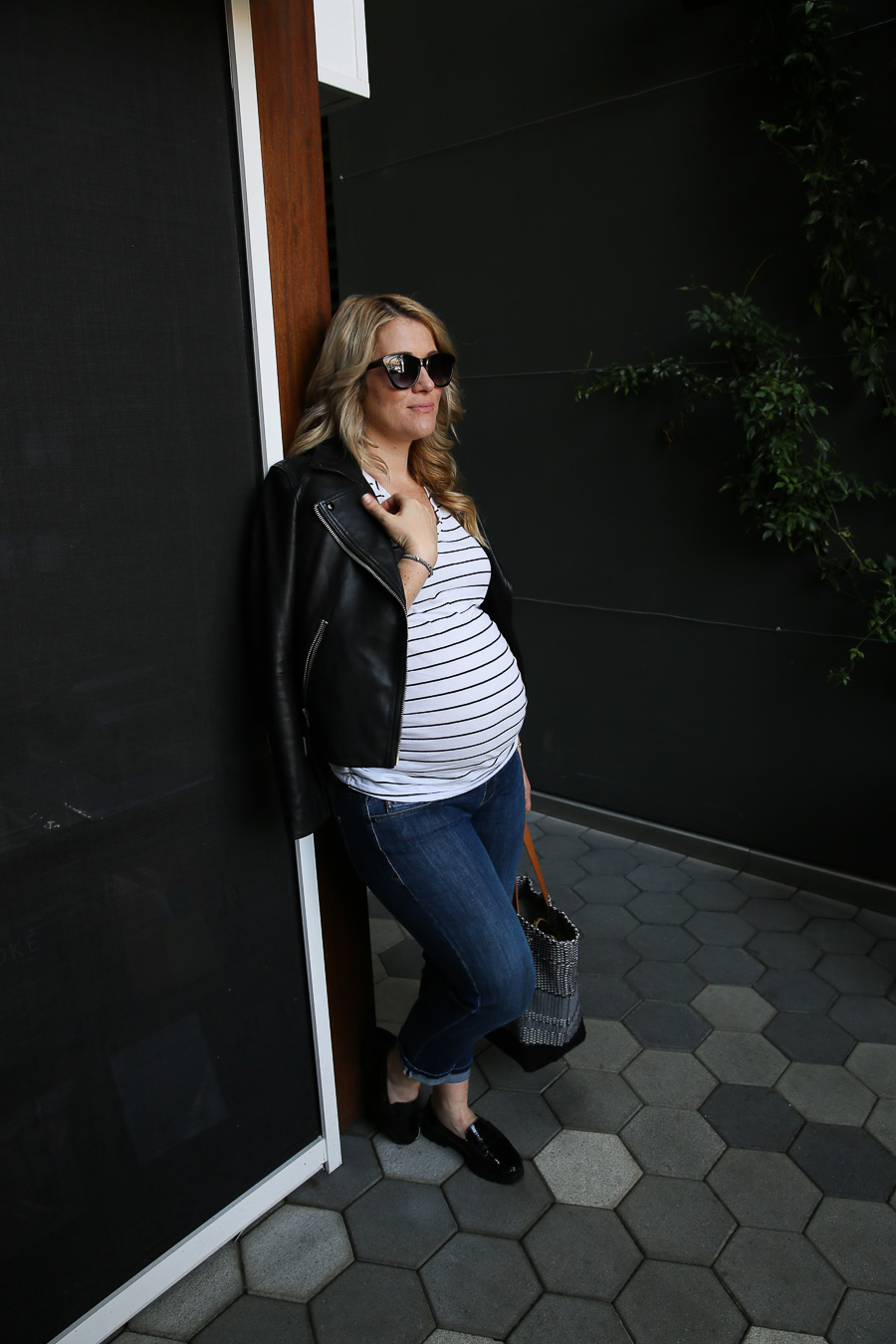 40812afa904 Knitted Tote Bag + An Edgy maternity Outfit