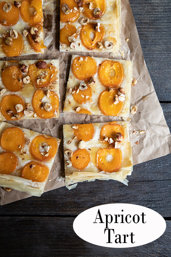 Apricot Tart made with phyllo dough. Fresh apricots with hazelnuts and honey! #dessert #apricots #summerdessert #phyllodough