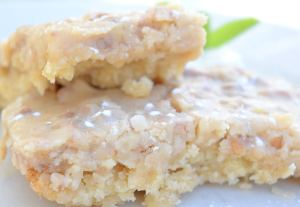 Sea Salt Praline & Apple Barswith fresh whipped cream
