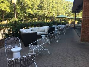 Lucky 32 Outdoor Dining
