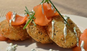 Crispy Potato Cakeswith smoked salmon and dill crème fraiche