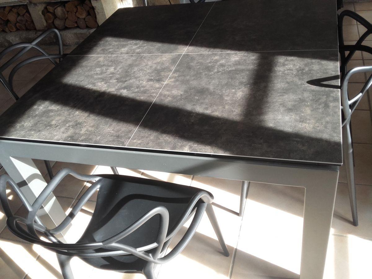 table carre en ceramique 125x125 avec rallonge integree