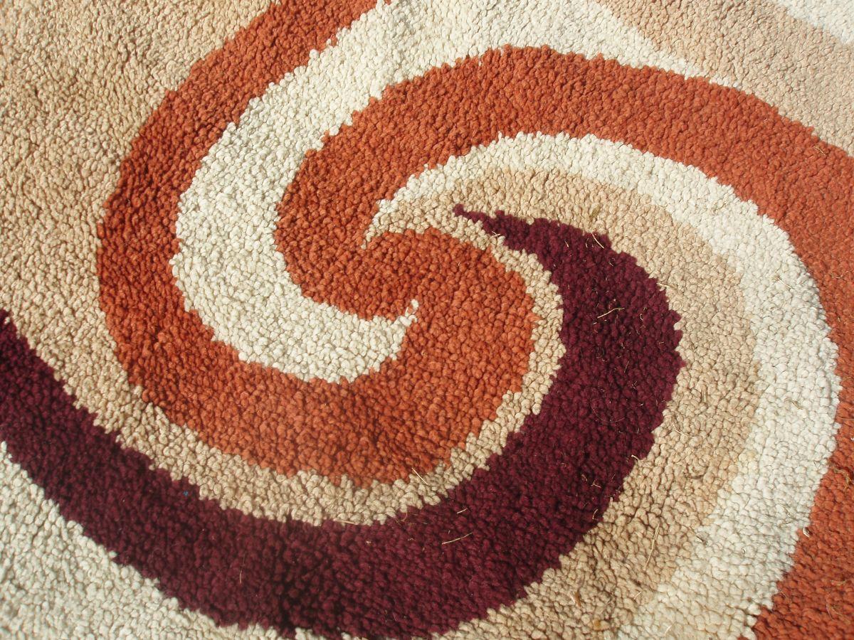 beau tapis rond des annees 70 en laine