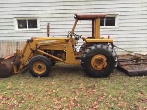 Side view of the tractor.