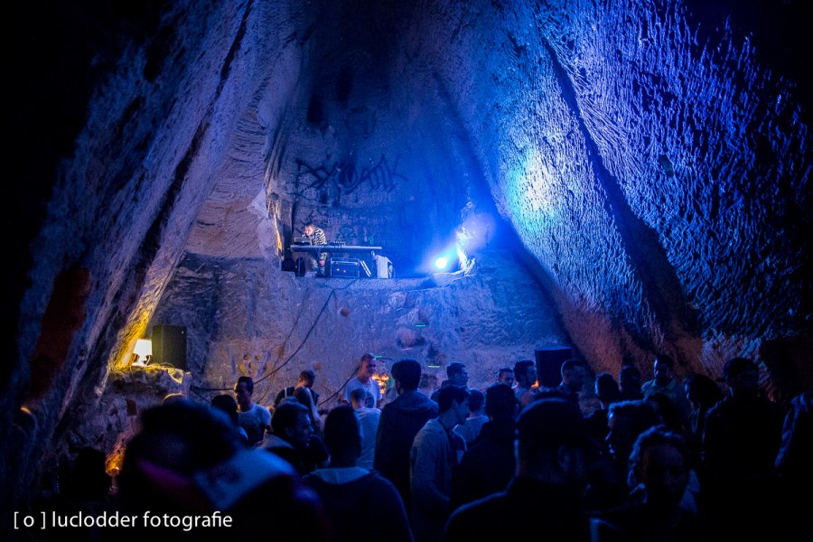 In grotten werd weer illegaal geraved! ;-)