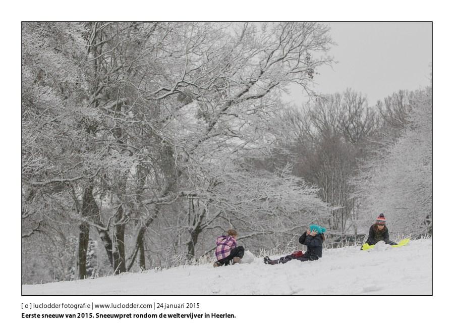 Eerste sneeuw 2015 Sneeuwpret rondom de weltervijver in Heerlen. Sneeuwpoppen, Slee, Sneeuwballen