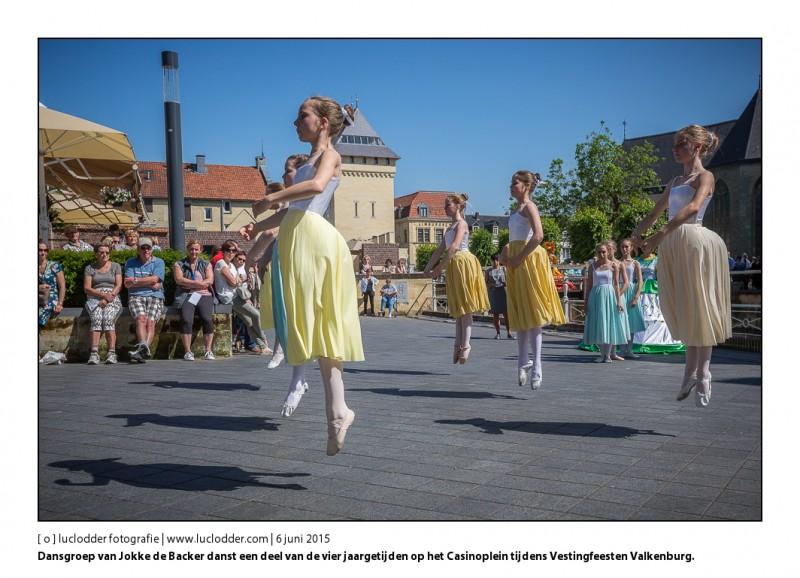 Dansgroep 1 van Jokke de Backer danst een deel van de vier jaargetijden op het Casinoplein. Vestingfeesten in Valkenburg.