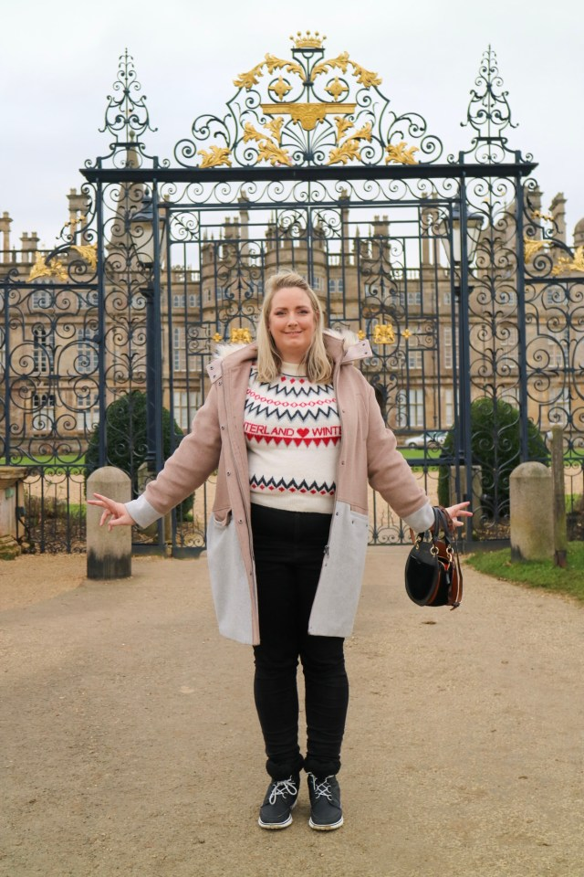 lucy in front of burghley house gates