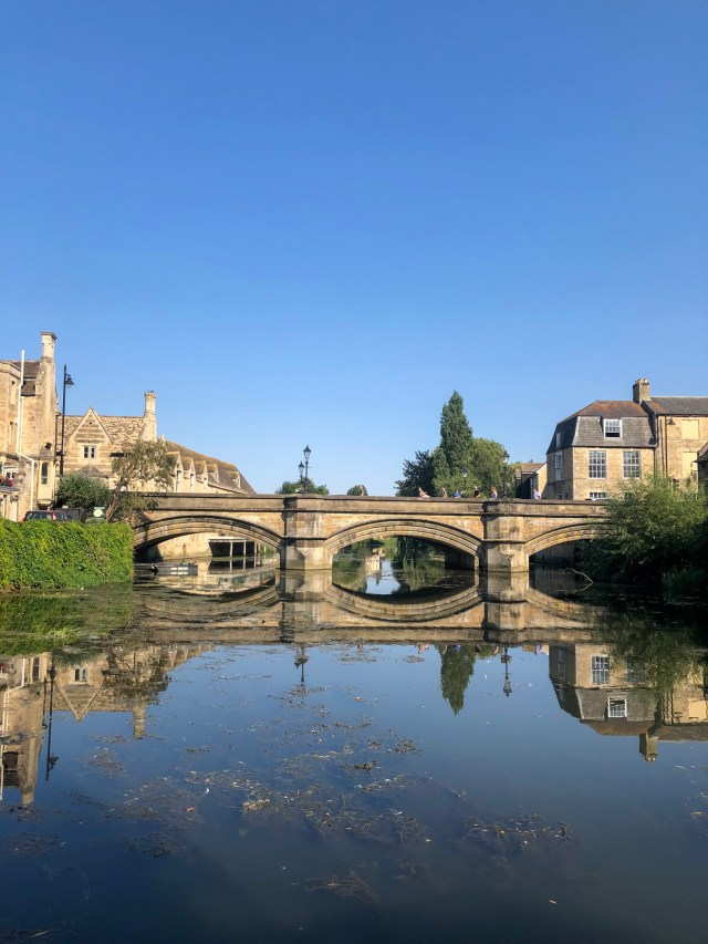 views of river and bridge in stamford lincs