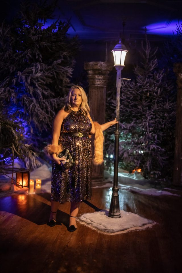 lucy holding onto a lampost in the narnia forest