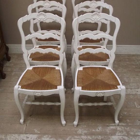 Vendo tavolo più 4 sedie provenzali in noce il le condizioni sono realmente. Gruppo Sedie Provenzali