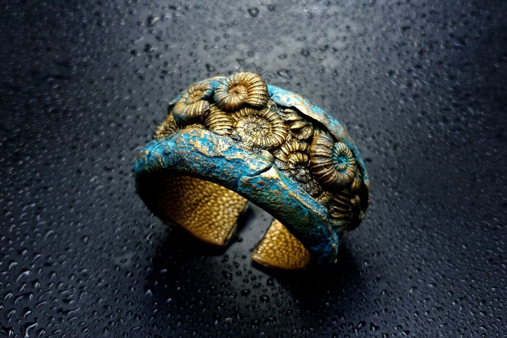 Free Tutorial: Bracelet with Faux Fossil Ammonites in Rock 6