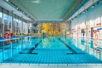 Schwimmbad Kcknitz  Lbecker Schwimmbder