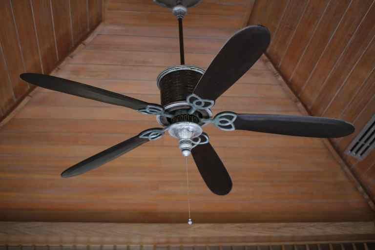 Alter Ventilator an Decke