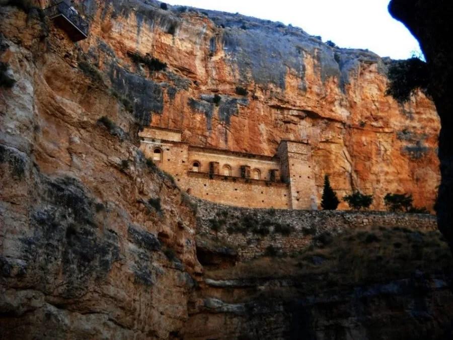 Santuario de Jaraba. La roca que mana aceite