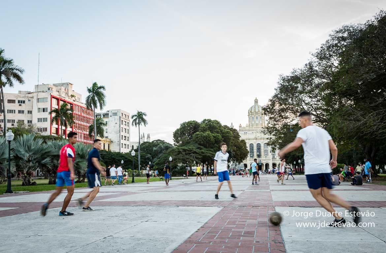 Vigiado por Fidel Che e Cienfuegos em Havana  Lugares Incertos