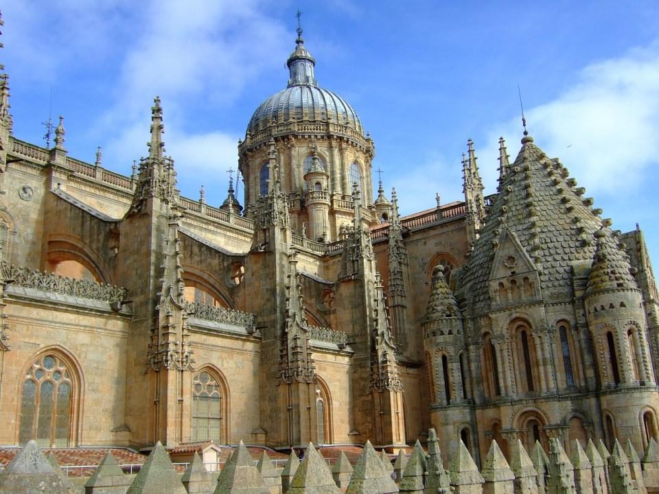 Te recomendamos visitar la Catedral Nueva en Salamanca