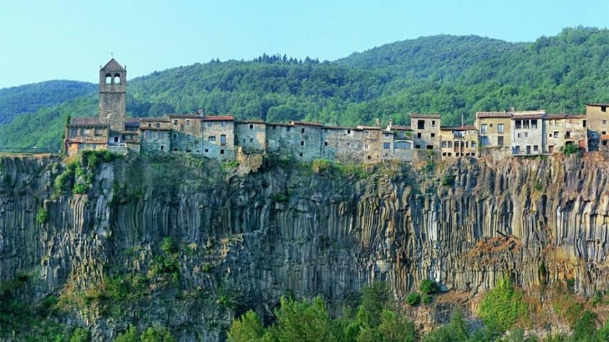 Pueblo de Castellfullit de la Roca