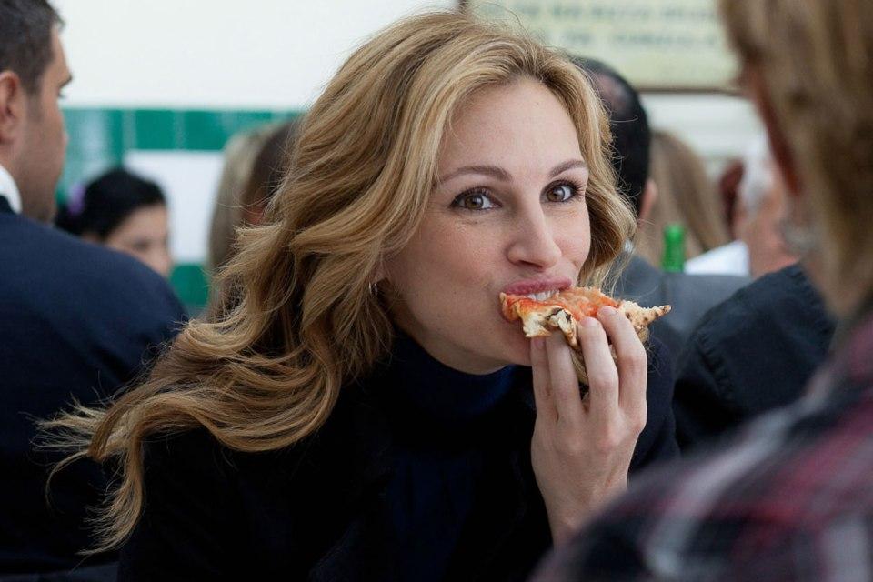 """En """"come, reza, ama"""", la protagonista hace un recorrido por algunos restaurantes de Roma"""