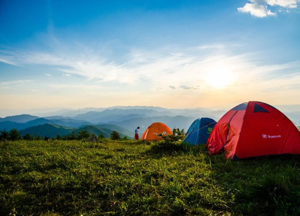Las tiendas de campaña son un complemento indispensable en las acampadas