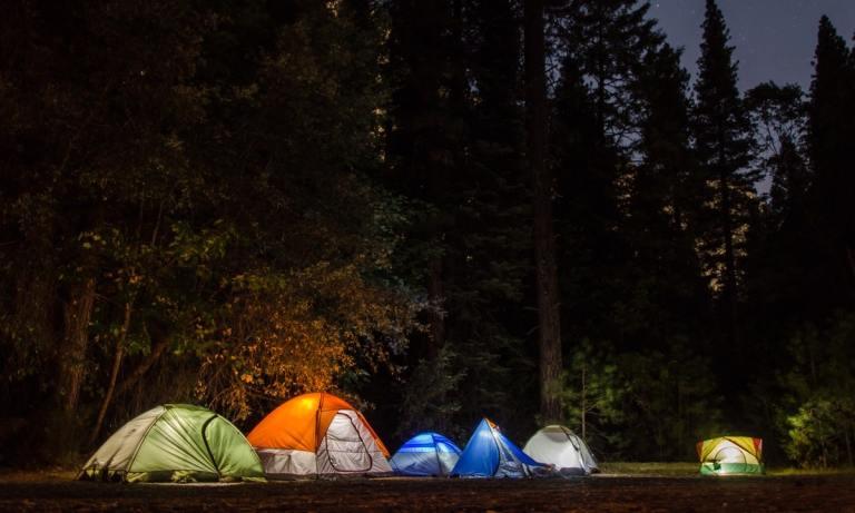 Mejores destinos de España para ir de camping en tiendas de campaña