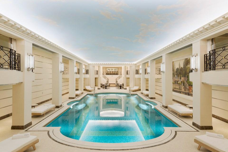La piscina del Ritz lo convierte en uno de los hoteles más lujosos de París