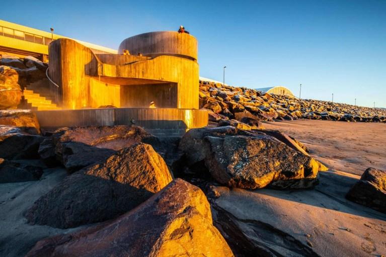 Los baños termales en Islandia son todo un atractivo turístico del país