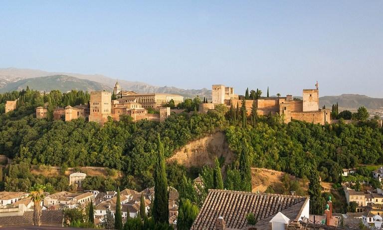 La mayoría de los bares de tapas en Granada se encuentran en la calle Navas, Campo del Príncipe y la Plaza de Toros