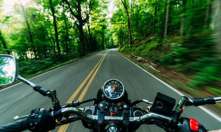 La ruta transpirenaica en moto recorre 800 kilómetros del Cantábrico al Mediterráneo