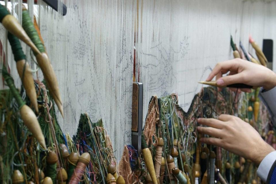 Convertirse en maestro artesano de la Real Fábrica de Tapices de Madrid puede tomar más de 20 años