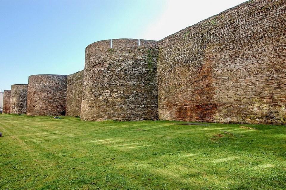 La muralla de Lugo es uno de las construcciones más espectaculares que ver en Galicia