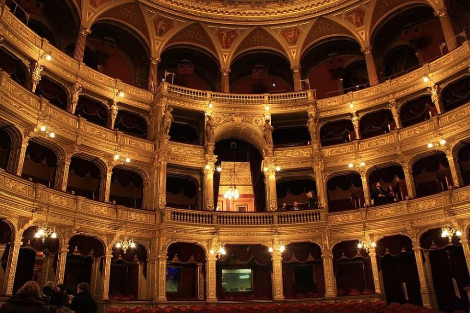 La Ópera Nacional es uno de los edificios más emblemáticos que ver en Budapest