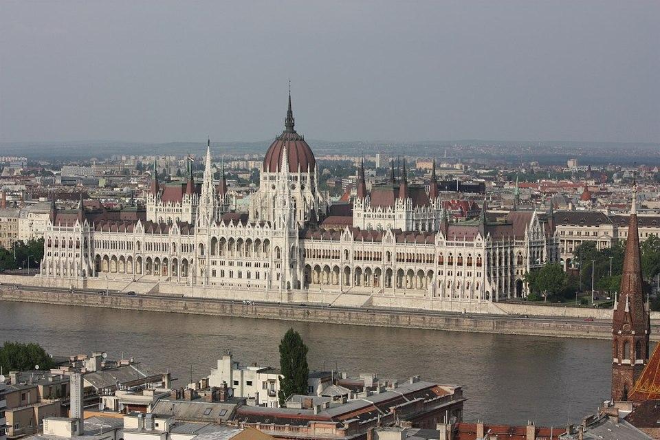 El Parlamento húngaro es uno de los más imponentes y grandes de Europa