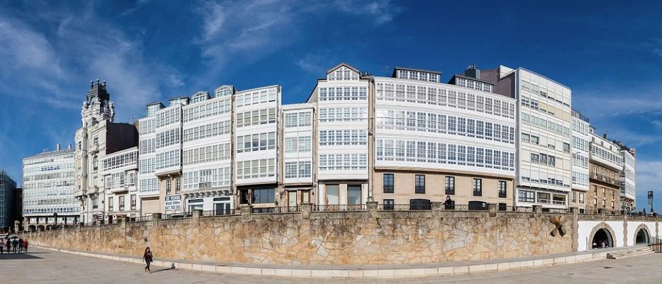 La Coruña destaca por sus cristaleras