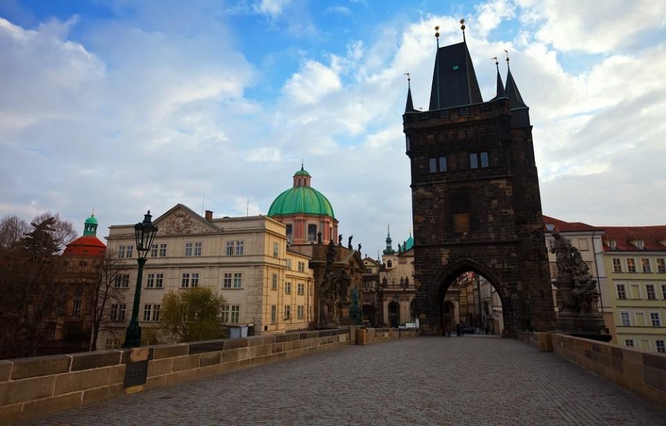 Puente de Carlos, sitio imprescindible que ver en Praga
