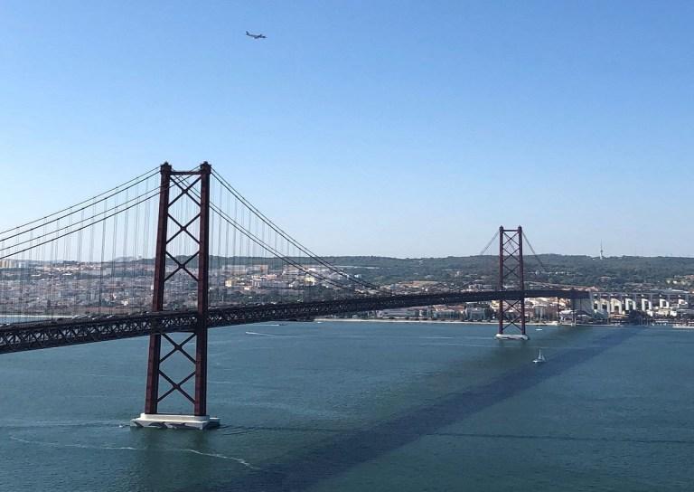 El puente del 25 de abril es uno de los sitios que ver en Llisboa