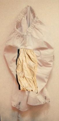 arch.n. 878 pant chiaro pantaloni resinati + riproduzione fotografica su tela applicata a tavola cm 196 x 96 – anno 2009