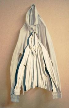 arch.n. 879 ma bianca maglia resinata + riproduzione fotografica su tela applicata a tavola cm 146 x 96 – anno 2009