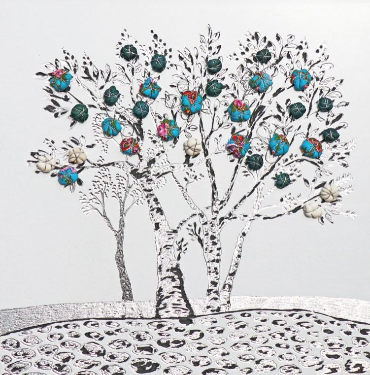 """La foresta nel mare: Archivio n. 1821- cm 34,5x34 - 2019- incisione su alluminio + """"frutti"""" creati con vestiti usati compattati con filo di acciaio inox e resina. Avvitati dal retro. L'opera è archiviata ed è completa di attaccaglia. € 95"""