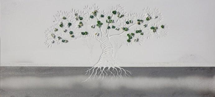 """""""Dalla plastica alla luna"""", archivio n. 1916, cm 54x116 . concept: scopriamo che c'è l'acqua sulla luna e non riusciamo a liberare gli oceani dalla plastica. Opera interamente realizzata con plastiche da riciclo, anche i """"frutti"""" sono creati con sacchetti non degradabili. Un paesaggio lunare accoglie gli alberi del futuro."""