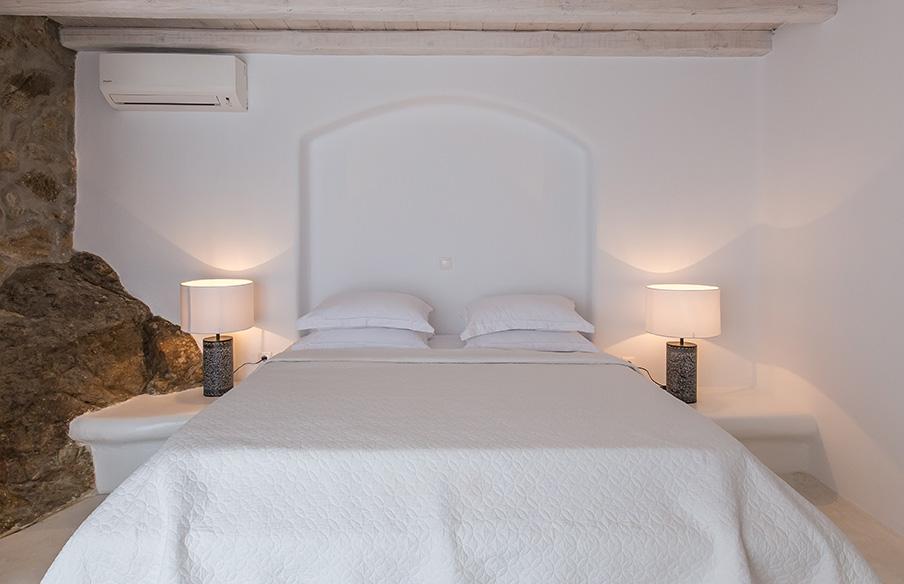Bedroom white style, villa Mykonos. Notti indimenticabili confort a letto
