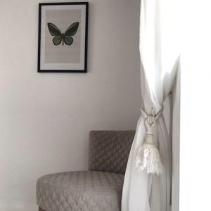 bedroom corner, chair, painting, butterfly, green, sfumature di grigio