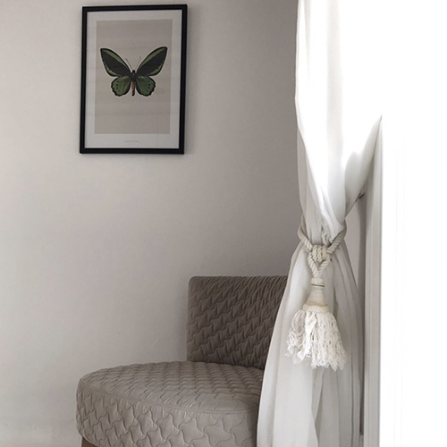 bedroom corner, chair, painting, butterfly, green, sfumature di grigio